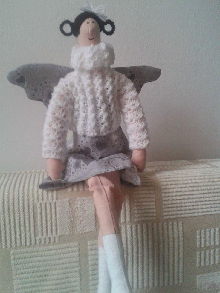 Andělka šedé šaty