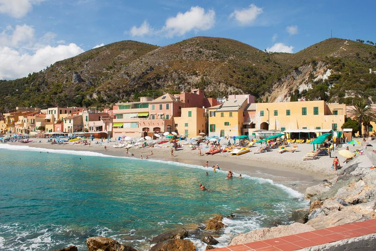 Travel: Review Ligurian Coast | Mood For Style - Fashion, Food, Beauty & Lifestyleblog | Varigotti, Italy