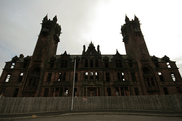"""the haunted palace essay """"the haunted palace"""" everyone has seen a once beautiful estate fallen into disrepair: expensive satin curtains, ripped and stained high support columns, broken and crumbling moss covering the once brightly painted exterior."""