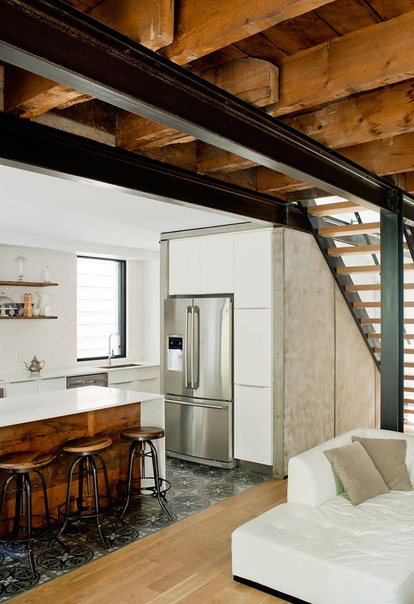 Rustic chic cottage conversion in Quebec by Atelier BOOM TOWN