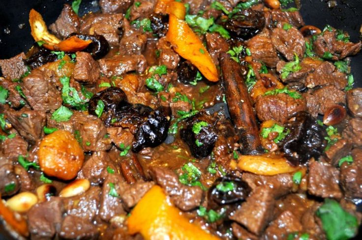 Rezept für Rind-Tajine mit Pflaumen, Aprikosen und Honig bei Essen und Trinken. Ein Rezept für 4 Personen. Und weitere Rezepte in den Kategorien Gewürze, Kräuter, Obst, Rind, Hauptspeise, Braten, Dünsten, Schmoren, Afrikanisch, Orientalisch, Raffiniert.