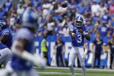 Kentucky quarterback Terry Wilson throws a pass during an ...