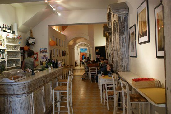 Quelo Food Bar, in Borgo Santa Croce, offers a tasty and mostly Veg aperitivo! Try their ginger flavoured cocktails!