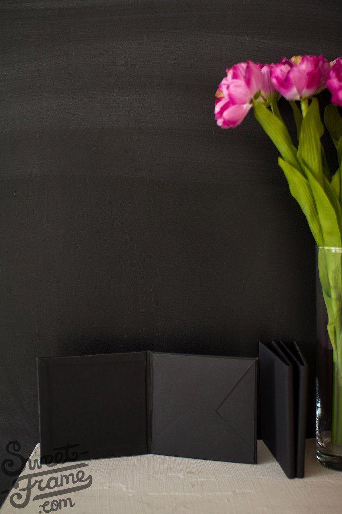 Футляры для дисков сочетают в себе индивидуальный дизайн, с возможностью нанесения вашего логотипа, имен и прочего. На ряду с остальными продуктами, футляры изготавливаются из качественных материалов и изящных атласных лент, которые будут сочетаться с вашими фирменными цветами.