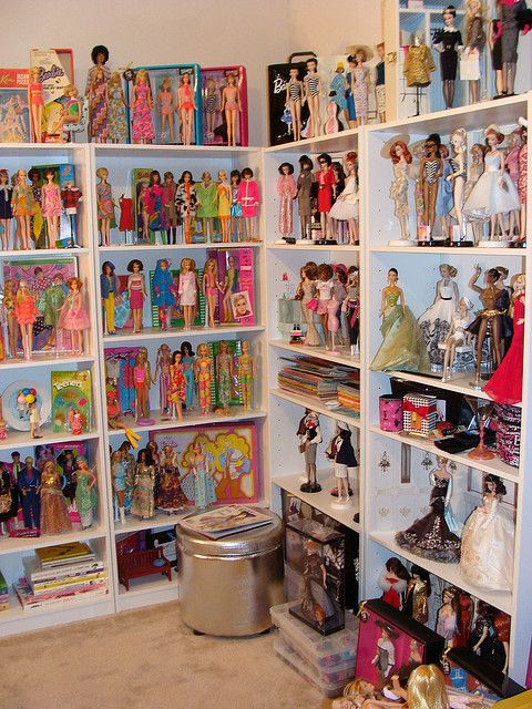A friend's doll room ...I would love to do this to display my babies