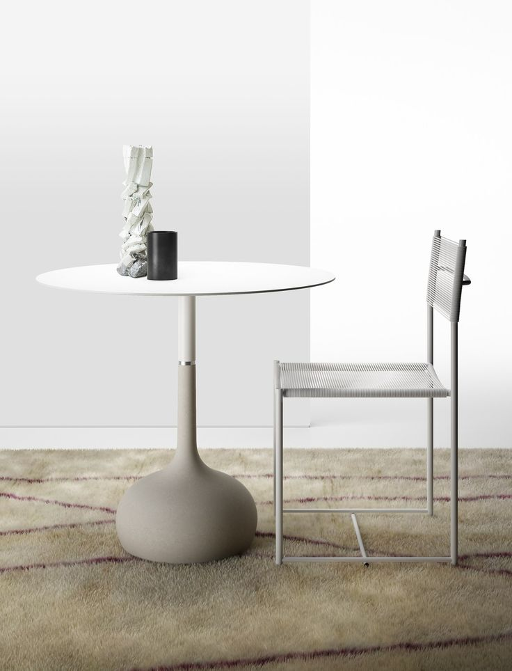 Saen, the cement table designed by Gabriele and Oscar Buratti