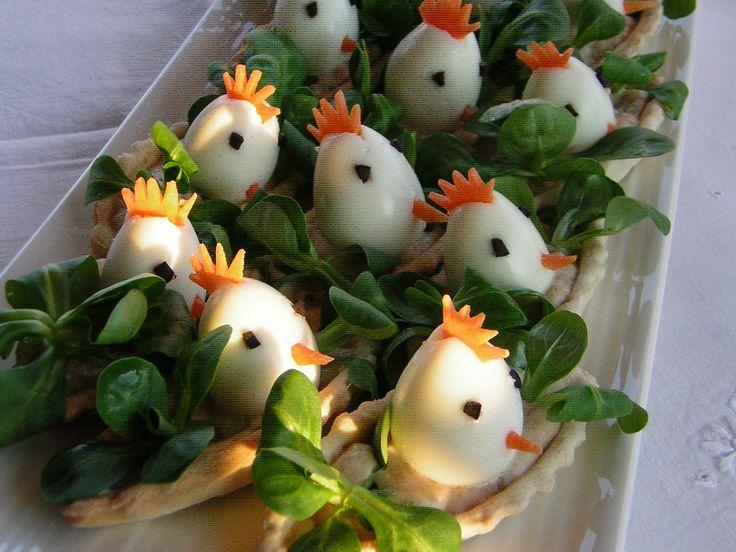 Volevo preparare un antipasto di Pasqua con uova di quaglia allegro, simpatico e buono; ho provato queste barchette con i pulcini a bordo che