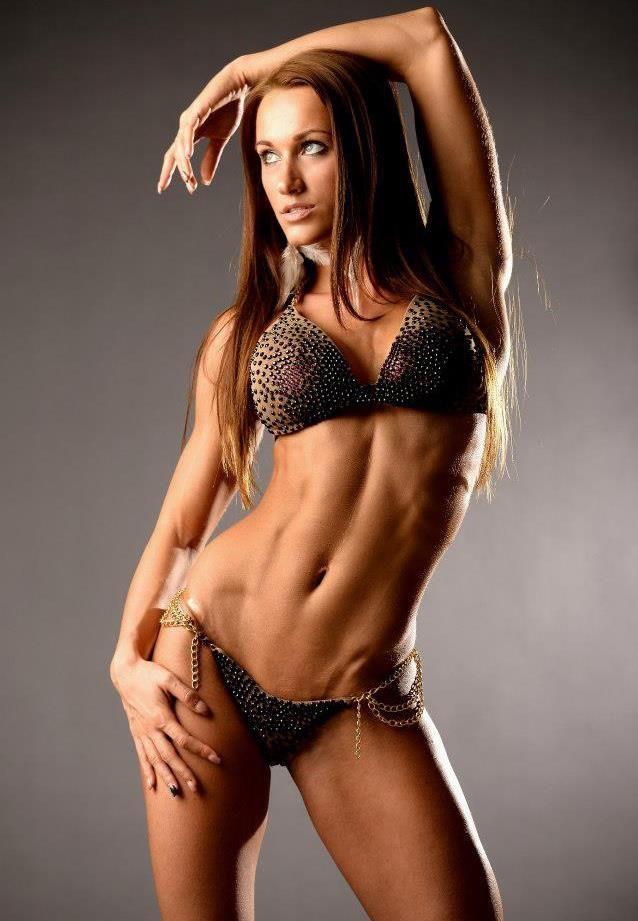 Female Form  #StrongIsBeautiful #Motivation #WomenLift2 Dia Salamon