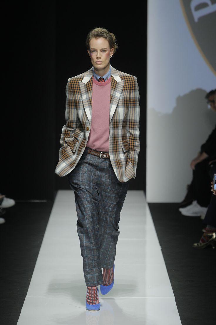 Vivienne Westwood FW 15/16 Menswear Collection - Vivienne Westwood parla di unisex e trasmette il messaggio di un mondo migliore attraverso un omaggio al lavoro-progetto-benefico del Principe Carlo d'Inghilterra - Read full story here: http://www.fashiontimes.it/2015/01/vivienne-westwood-fw-1516-menswear-collection/