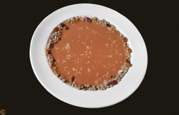 LES CELEBRES METS TRADITIONNELS SENEGALAIS A BASE DE CEREALES : LE LAKH NEUTERI Le Lakh neuteri est une recette souvent préparée pour le dîner. Elle est faite à base de bouillie de farine de mil bien granulé, de pain de singe (fruit du baobab), de pâte d'arachide et de sucre. Afin de le rendre plus savoureux, on peut y rajouter de la muscade, fleur d'oranger, raisins, etc. Il peut également faire l'objet d'un bon dessert.