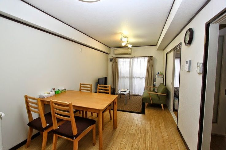 Apartment502 in Nishi-ku, Osaka https://www.airbnb.jp/rooms/3415790  It is a photograph of the apartment. https://plus.google.com/u/0/photos/105073734923149789360/albums/5959070568089219249