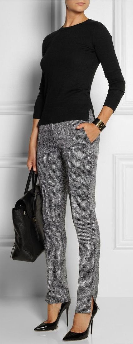 Love this simple outfit but would definitely break something in those heels!!! Work outfit for fall | Over 40 Fashion | Work wear over 50 | Stylish over 50 fashion