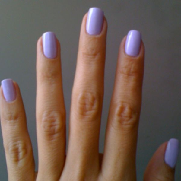7 Nail Polish Colors Men Love To See On Women