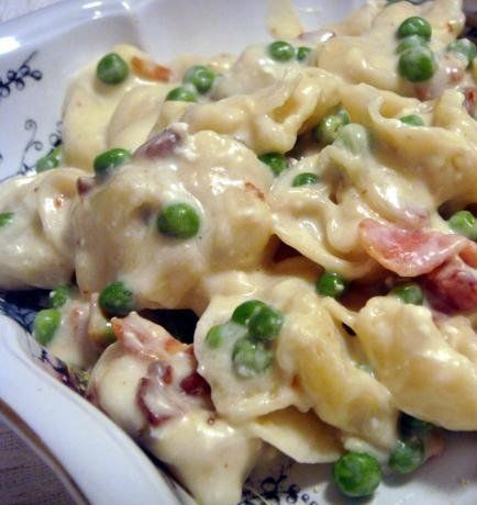 Recipe for Simple Creamy Tortellini Alfredo - You could easily swap out the peas for broccoli or add chicken instead of bacon, so creamy and delish!