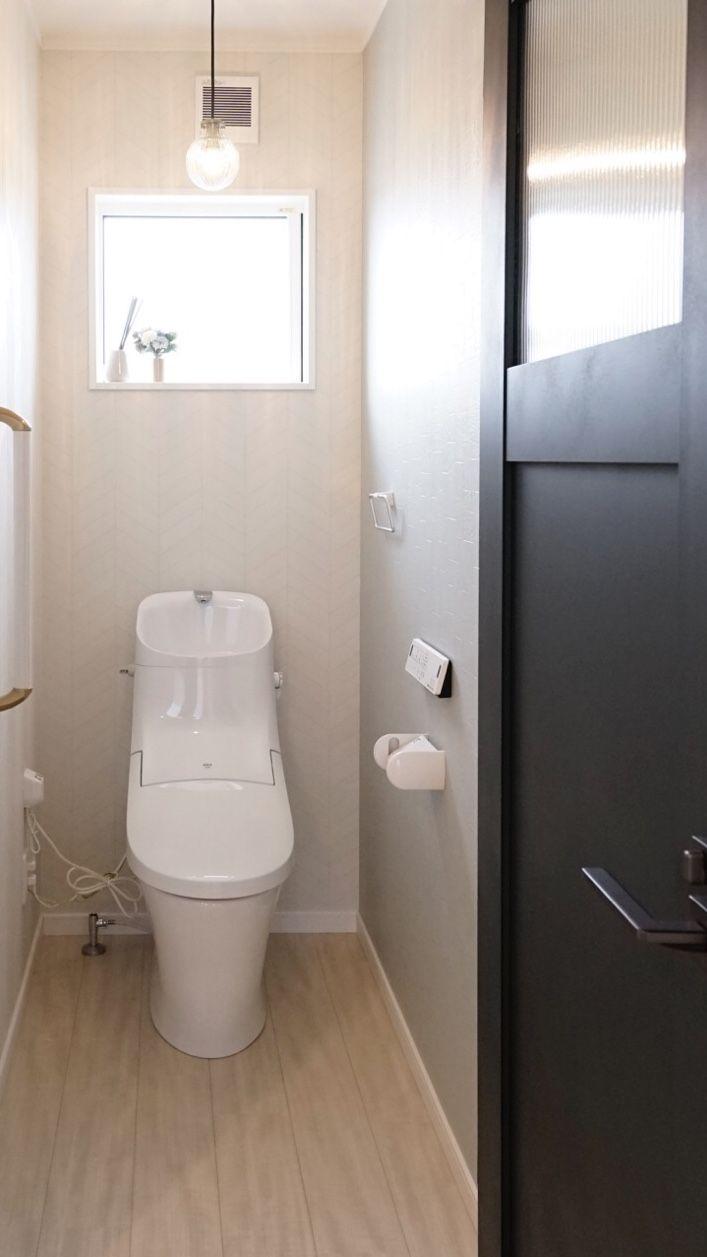 トイレ 施工事例 アクセントクロス 壁紙 ナチュラル 北欧 ヘリンボーン アイフルホーム 新築 住宅 トイレ