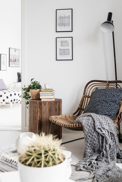 Picket Aspect Desk For A Contemporary Front Room #sidetabledesign #moderndesign #livin…