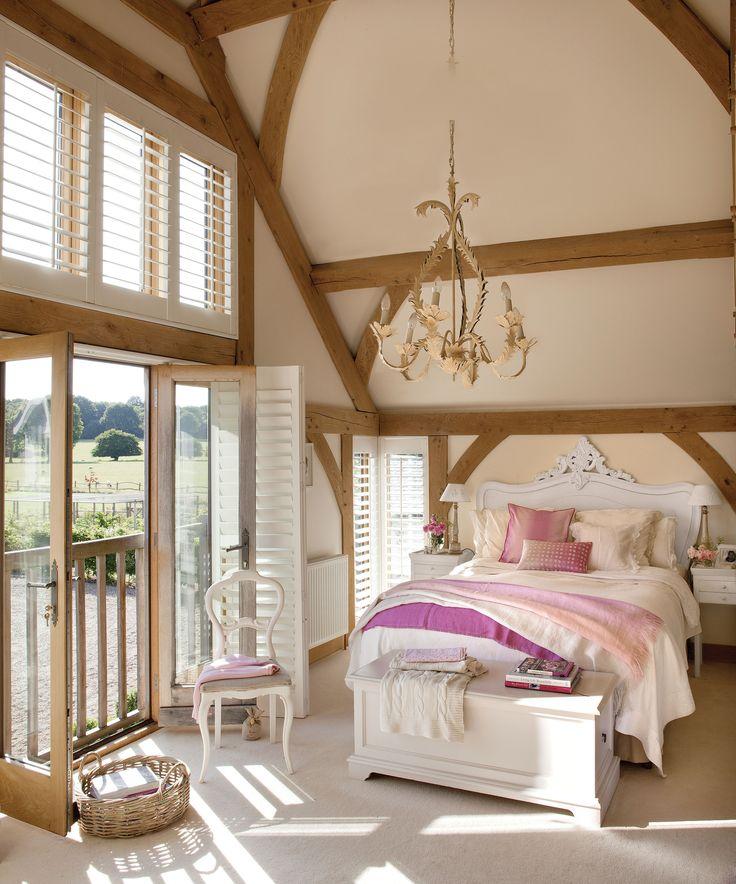 спальня жалюзи кровать изголовье высокий потолок панорамное остекление французские окна