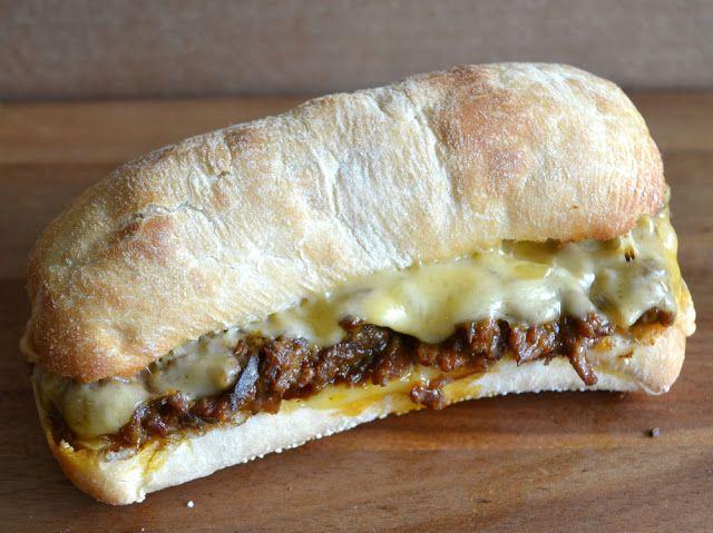 Broodje met kaas en rendang uit de oven (tosti)