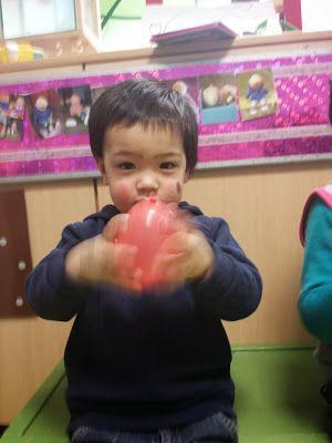 Muziek maken met ballonnen (vulling: belletjes, rijst,...)