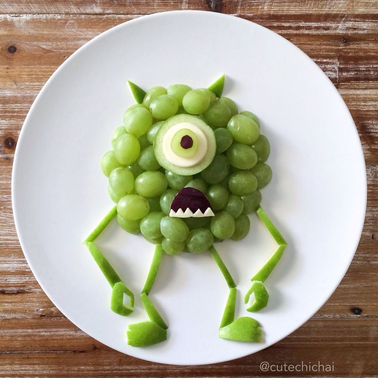 Food Art. Mike Wazowski made with grapes and apple. (I think I would make the mouth a little less creepy for my kids! LOL)