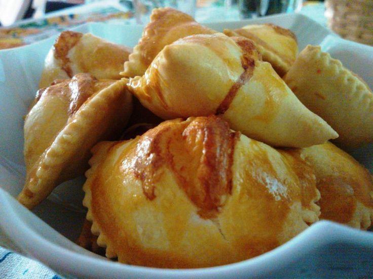 FIADONI. Un tipico prodotto da forno #abruzzese, che trova la sua duplicità dolce e delicata nelle zone più interne dell'#Abruzzo.