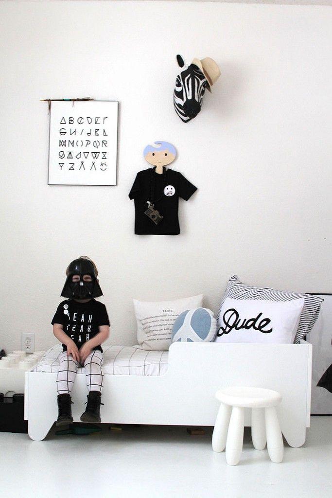 girls-room-monochrome
