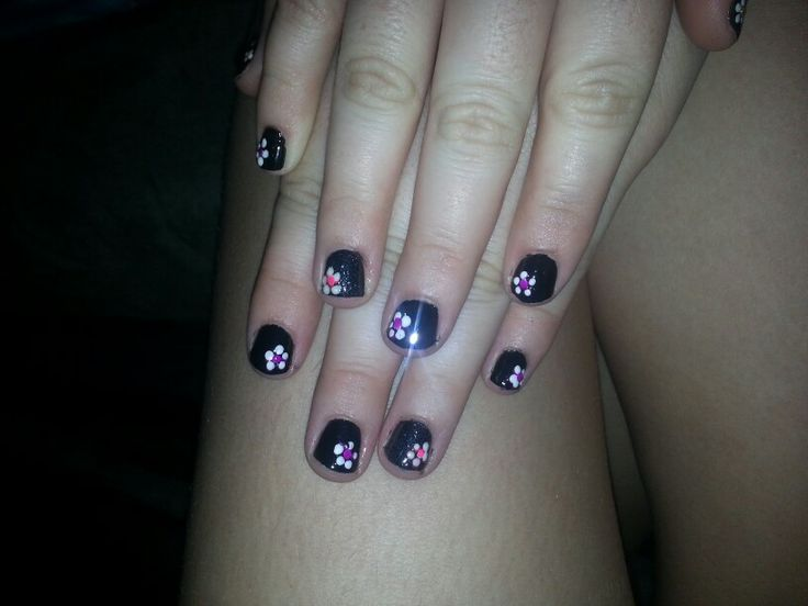 My sisters nail design by me. Flowers. Black. Pretty. Elegant.