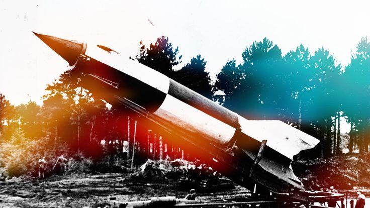 """""""Arma răzbunării"""" este racheta cu care naziștii încă mai sperau să câștige războiul. N-au reușit asta, din fericire, dar V2 a pus bazele """"erei spațiale""""."""