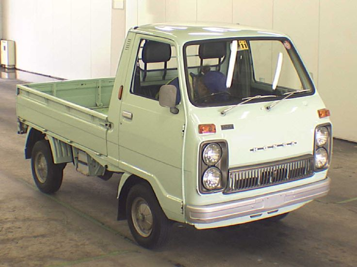 Cool-looking old-school Honda Kei truck. I've always liked the quad headlights and grill design on these TN360s :)