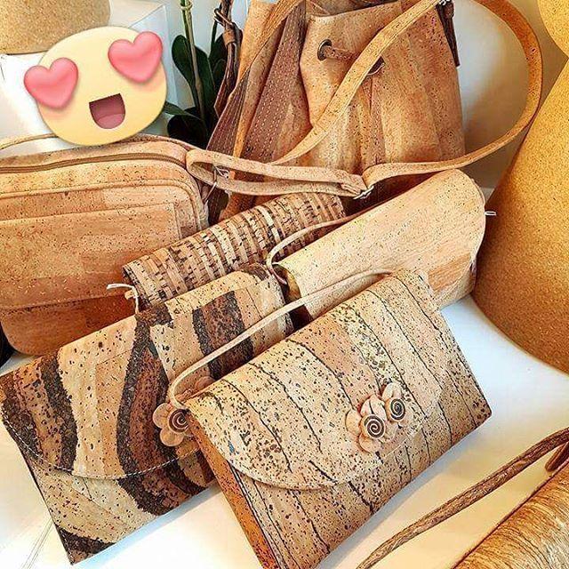 Don't know what to do this weekend? Bezoek ons tijdens De Vitrine 19-20/11/2016 🙌 Een heel weekend lang vind je hier maar liefst 90 prachtige en eigentijdse winkels, webwinkels en ontwerpers samen. Van mooie handtassen tot de origineelste geschenken. Doen! 😉 #Weekendtip #DeVitrine #kurknaturel #happy #shopping #fair #christmasgifts #gift #love #cork #instafashion #instatip #instaprof #brugge #beurs #whattodo #aalter