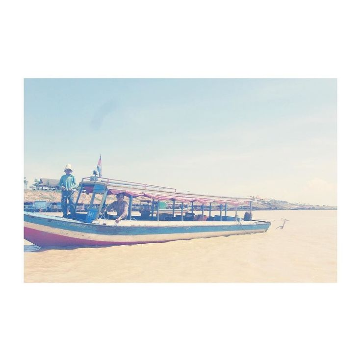 カンボジア トンレサップ湖へ向かう途中水上の上にもお土産やさんあります  #旅#海外#海外旅行#旅行#風景#アジア#カンボジア#シェムリアップ#トンレサップ湖#instagood #instatravel #photooftheday #mytravelgram #voyage #vacation #visiting #tourism #tourist #asia#cambodia#siemreap#instatraveling#instapassport by ssuzzy19