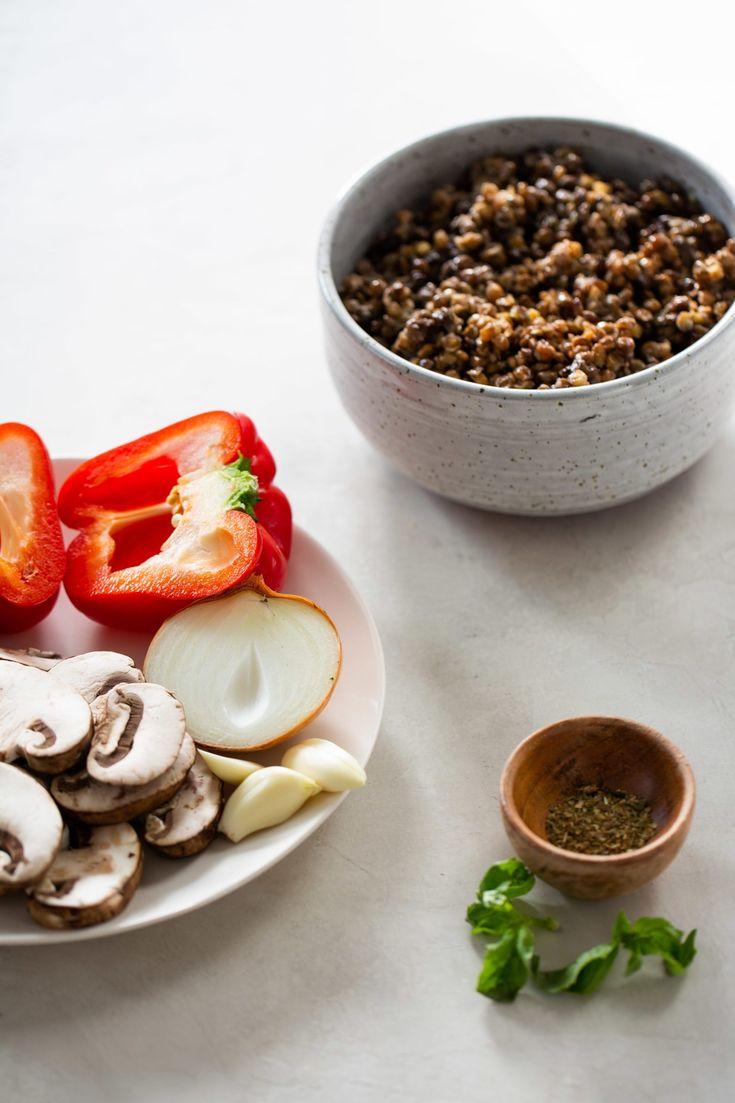 Esta receta supe fácil y rápida de ragu vegano de lentejas y champiñón es una salsa clásica que queda deliciosa con pasta, quinoa o hasta sola. 20 Min, Panna Cotta, The Creator, Quinoa, Vegetables, Health, Ethnic Recipes, Food, Latina