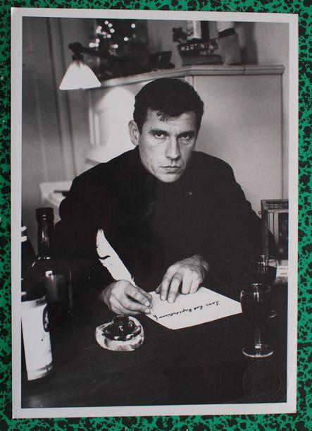 Nu in de Catawiki veilingen: Foto Steye Raviez - Gerard Reve: 'Leve het kapitalisme' - 1968