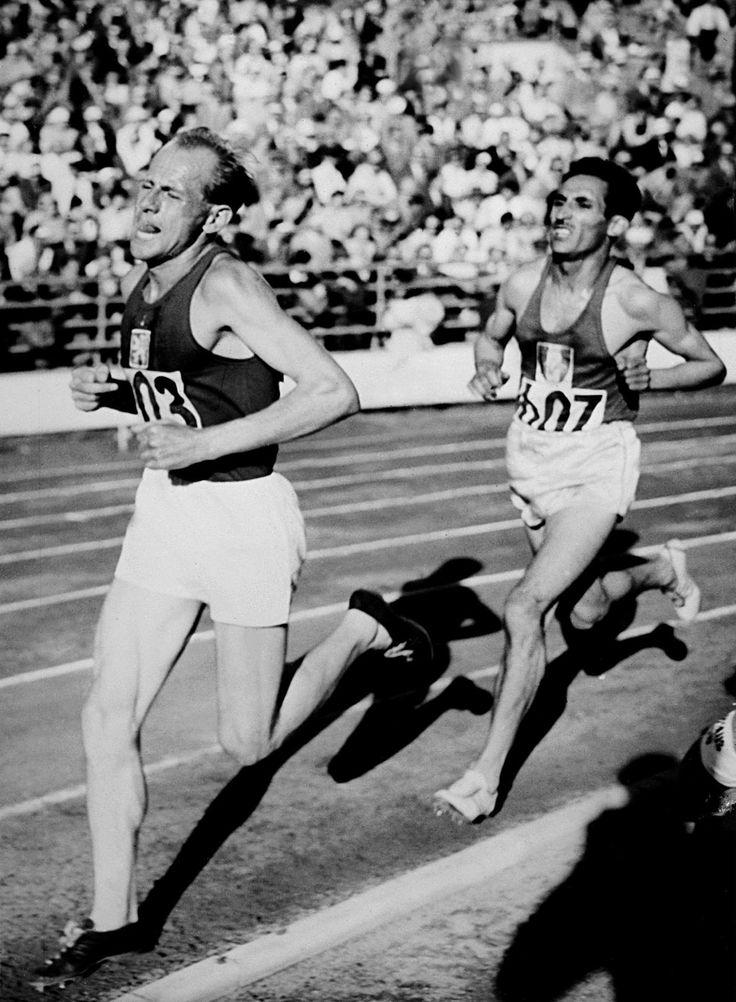 Emil Zátopek la 'Locomotora Checa' ganó 18 récords mundiales en atletismo. En 1953 completó el 10k en 29 minutos