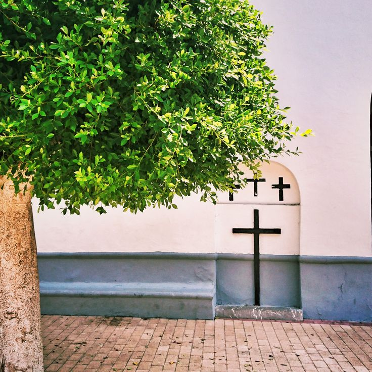 Kreuzweise II. Foto by Jan Graber. #crucifix #tree #symbolism #religion #photography #graber