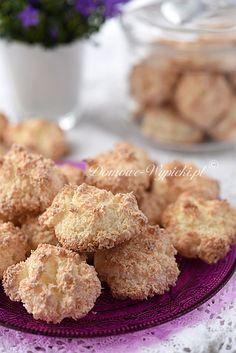 Szybkie do przygotowania ciasteczka na białkach z wiórkami kokosowymi. Kokosanki są łatwe i bardzo szybkie do zrobienia. Z zewnątrz chrupiące,...
