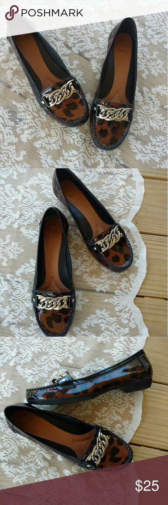 Nurture Cheetah Flats Gorgeous cheetah print flats with a gold chain detail in front. Very clean. No flaws found. Size 7. 30% off bundles Make offers Nurture by Lamaze Shoes Flats & Loafers