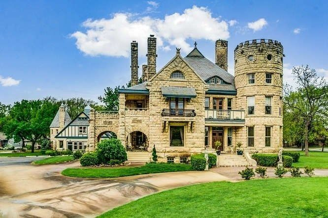 The Most Beautiful Home For Sale In Every State In America Haunted Houses For Sale Cheap Haunted House Beautiful Homes