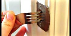 Elle met chaque soir une fourchette dans la serrure de sa porte d'entrée. La raison va vous étonner !