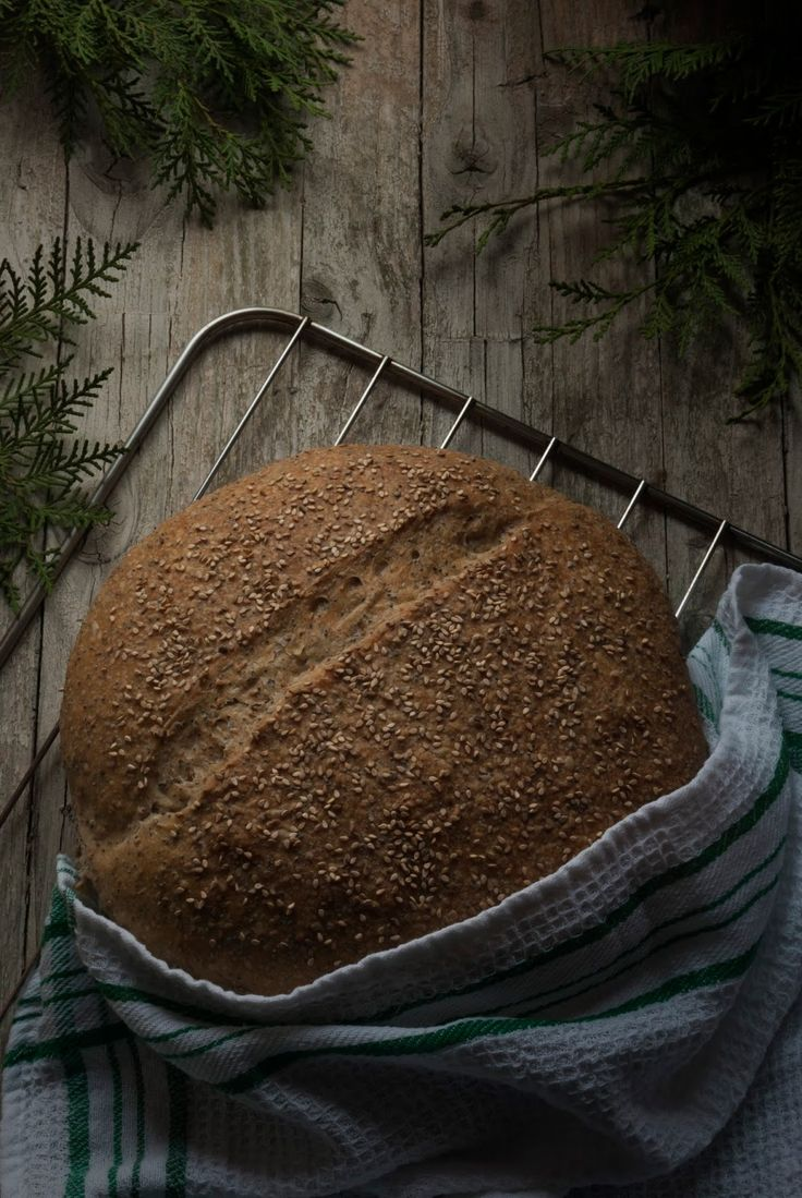 La asaltante de dulces: Hogaza de espelta, centeno y semillas/ Spelt, rye and seeds bread. Enjoy it!