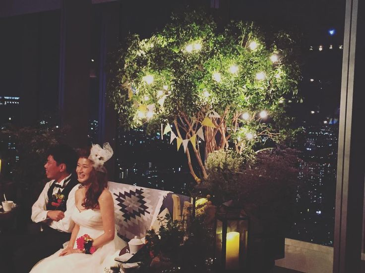 #ym0820  夕陽から夜景へ。。 #カジュアルウェディング#ナチュラルウェディング #高砂ソファ  #the33senseofwedding #ブリーゼブリーゼ #自然の演出 #夜景#きれい #wedding#可愛い#花嫁#楽しい#結婚式#おしゃれ#thebeachpeople#ガーランド