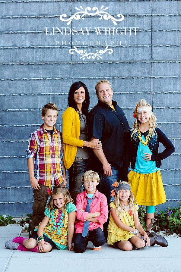 Great family pose! ♡ Photo Session Ideas   Props   Prop   Child Photography   Clothing Inspiration  Fashion   Pose Idea   Poses  