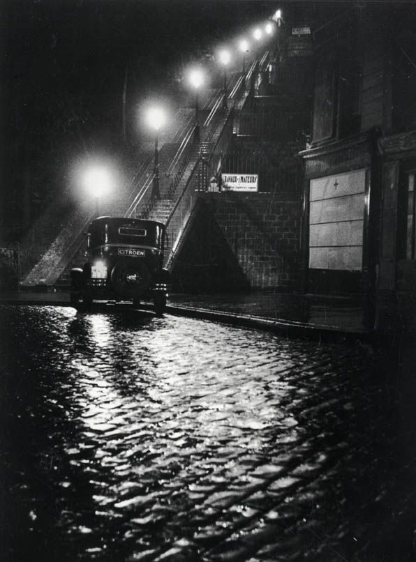 Willy Ronis. Rue Muller à Montmartre, 1934