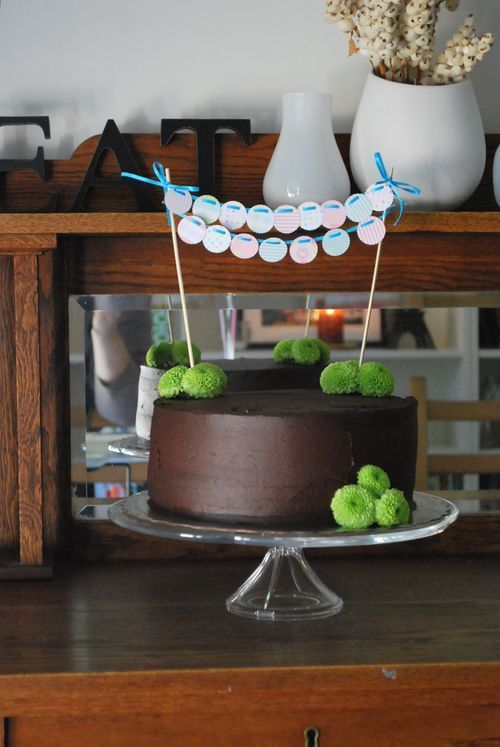 Cake Decor-love the simple clean look with the green flowers