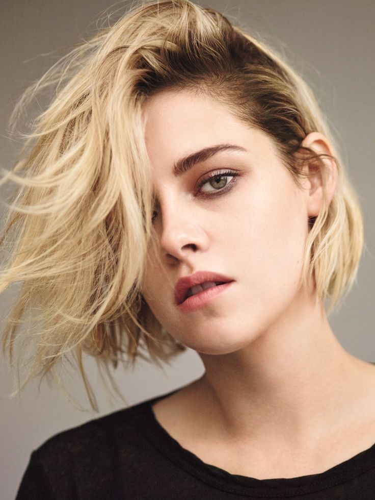 Kristen Stewart shows off a short blonde hairstyle with tousled waves                                                                                                                                                                                 More