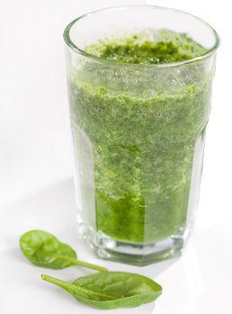 Smoothie vert au kiwi, à la banane et aux épinards  Ingrédients :    - 1 kiwi  - 1 banane  - 2 cm de gingembre  - 5 belles feuilles de basilics  - 20 cl de lait (Pour les allergies, cela peut être du lait d'amande, de soja, de riz, etc…)  - 2 poignées d'épinards