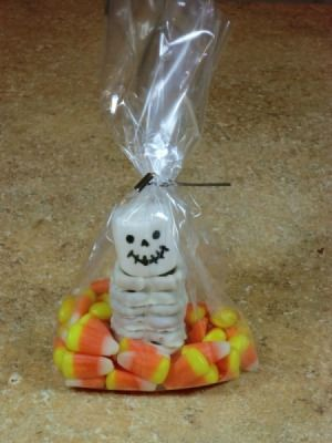 This is a guide about Halloween treat bag ideas. Make some cute Halloween treat bags for your kids to take to school, a party, or for special children on the block.