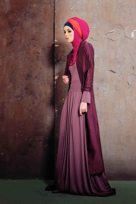Gorgeous outfit! Not sure about the colour choice of the hijab though