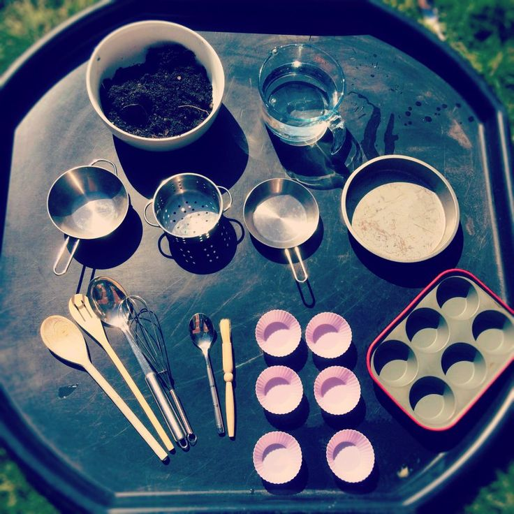 Mud Kitchens - love them or hate them you can't deny the face that kids and mud are like magnets. There's so many benefits to letting kids play in a mud kitchen (see below) but the thought of having one in my setting (which is also my ho...