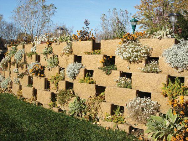 un mur de soutènement en blocs de béton